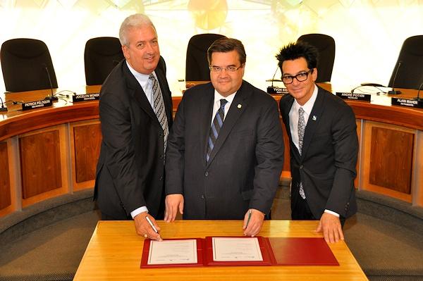 Denis coderre signe une entente de partenariat avec sorel for Chambre de commerce sorel tracy